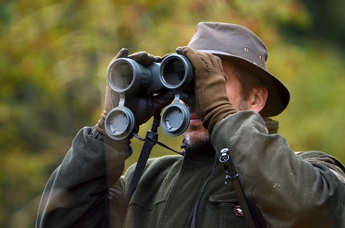 Selecting and Using Binoculars in Winter